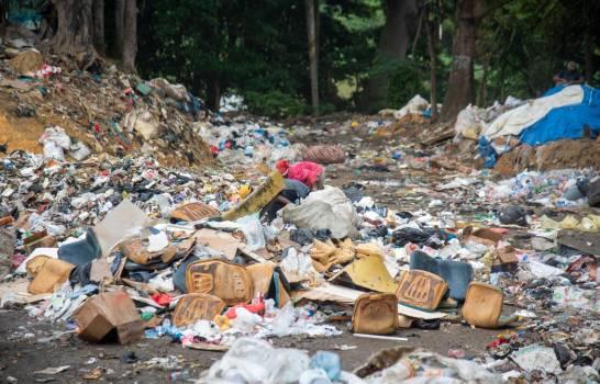 """""""Transfer"""" de Santo Domingo Este vuelve a llenarse de basura"""